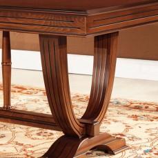 Τραπέζι με βάση. Ο σκελετός από μασίφ οξιά και η επιφάνεια με μαρκετερί και ρίζα ελιάς.