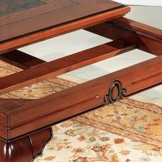 Τραπέζι σε στυλ μπαρόκ. Ατόφιο μασίφ ξύλο οξιάς στο σκελετό και στην επιφάνεια ρίζα καρυδιάς.